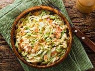 Рецепта Салата от китайско зеле, моркови, майонеза и заквасена сметана